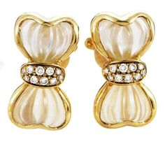 Preowned Boucheron Crystal Diamond Gold Bow Clip-on Earrings ($3,300) ❤ liked on Polyvore featuring jewelry, earrings, multiple, gold clip earrings, diamond bow earrings, gold clip on earrings, yellow gold diamond earrings and gold diamond earrings