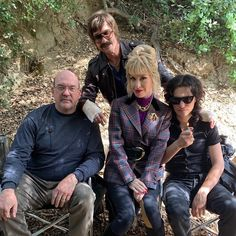 John Carroll Lynch, Dylan McDermott, Leslie Grossman, and Zach Villa behind scenes American Horror Story, Zach Villa, Dylan Mcdermott, Billie Lourd, Scene Photo, Ahs, Series Movies, Hair Humor, Best Shows Ever