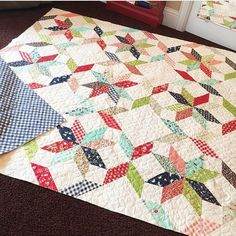 Lovin' this Orange Peel Pattern.  Quilt made by @danaquilts. Fabric used is…