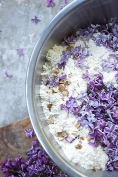 3 recipes for lilac blossoms | Lilac Simple Syrup, Lilac Cocktail and Lilac Almond Scones