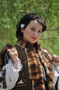 Folk Costume, Costumes, Ethnic Diversity, City People, European Girls, Beautiful Places In The World, Casual Fall, Traditional Outfits, Pretty Woman