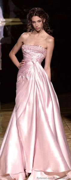See the entire collection from the Elie Saab Spring 2006 Haute Couture runway show. Couture Satin, Elie Saab Couture, Pink Fashion, Couture Fashion, Fashion Moda, Beautiful Gowns, Beautiful Outfits, Mode Rose, Mode Glamour