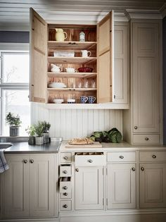 Kitchen Pantry, Kitchen Cabinets, Exterior Design, Interior And Exterior, Kitchen Interior, Kitchen Design, Cool Rooms, New Homes, Furniture