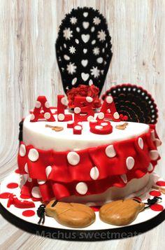 Tarta Flamenca, detalles modelados en fondant, sabor vainilla con chocolate.- Flamenco Cake, details modeled in fondant, vanilla flavor with chocolate.