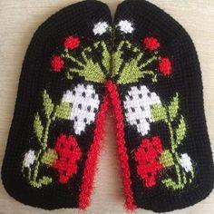 Warm Socks, Cool Socks, Crochet Slippers, Knit Crochet, Instagram Popular, Crochet Baby Clothes, Blog Images, Hand Knitting, Hand Embroidery