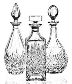 Decanters Baccarat Crystal, Crystal Stemware, Waterford Crystal, Home Cocktail Bar, Crystal Shop, Wine And Liquor, Bottle Vase, Wine Decanter, Cut Glass