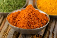 Our vindaloo masala powder recipe is perfect for those that like their curries extra spicy, featuring Kashmiri chilies and cayenne pepper for extra heat! Masala Powder Recipe, Masala Recipe, Homemade Spices, Homemade Seasonings, Curry Seasoning, Prawn Dishes, Spice Mixes, Spice Rub, Spice Blends