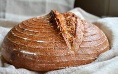 Cum se face maia naturală pentru pâine fără drojdie - rețeta de drojdie sălbatică | Savori Urbane Eggs Benedict Recipe, Bread, Cookies, Recipes, Food, Healthy Food, Crack Crackers, Brot, Biscuits