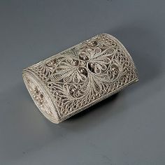"""шкатулка """"Травка"""" Filigree Jewelry, Silver Filigree, Antique Silver, Bobbin Lacemaking, Jewel Tone Wedding, Rope Art, Silver Clutch, Chocolate Gifts, Arts And Crafts Movement"""