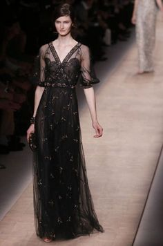 This is screaming Mary Crawley @ Downton Abbey.   Valentino Spring/Summer 2013