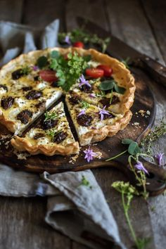 Goat Cheese and Caramelised Garlic tart – Yotam Ottolenghi Yotam Ottolenghi, Ottolenghi Recipes, Tart Recipes, Veggie Recipes, Vegetarian Recipes, Cooking Recipes, Pastry Recipes, Bread Recipes, Savory Tart