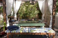 Lounge externo no showroom Casa Mineira Decorações.