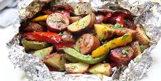 These papillotes of Italian sausages on the barbecue devi . - These barbecue sausage wrappers will quickly become your favorite meal for weekday evenings! – Recipes – My Fork Barbecued Sausages, Italian Recipes, Italian Foods, Potato Salad, Grilling, Veggies, Appetizers, Favorite Recipes, Planks