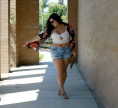 "Great Fashion Blog called ""The In Between Girls"" for girls who are in between being thin and plus-sized."
