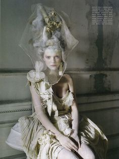 Stella Tennant, Imogen Morris Clarke & Charles Guislain in 'Lady Grey'. Photographed by Tim Walker for Vogue Italia March 2010 (couture supplement) Stella Tennant, Marie Antoinette, Look Fashion, Fashion Art, Baroque Fashion, Victorian Fashion, Vintage Fashion, Fashion Shoot, Victorian Era