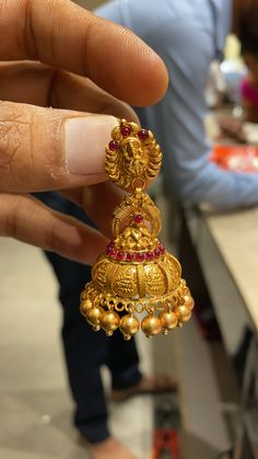Jewelry Design Earrings, Gold Earrings Designs, Gold Jewellery Design, Designer Earrings, Silver Jewelry, Jhumka Designs, Hand Work Blouse Design, Jhumki Earrings, Ear Rings