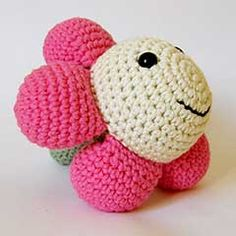 Happy Flower amigurumi crochet pattern by Marika Uustare