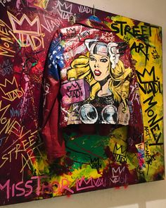 Painted Jeans, Painted Clothes, Unique Fashion, Fashion Art, Dark Beauty Magazine, Denim Ideas, Sneaker Art, Marvel Universe, Printed Denim