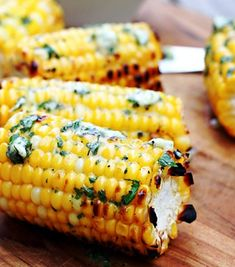 chicken side dishes Fresh corn on the cob is grilled to perfection and slathered in herbed basil butter. The perfect summer side! Braai Recipes, Corn Recipes, Vegetable Recipes, Yummy Recipes, Side Dishes For Chicken, Best Side Dishes, Braai Salads, Grilled Vegetables, Veggies