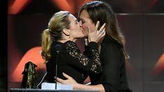 kate_winslet prova a sua amizade por Alison Janney ao receber prêmio por o filme Wonder Hill