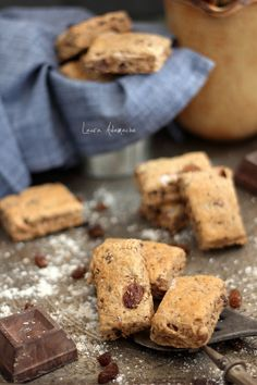 Biscuiti integrali Romanian Food, Romanian Recipes, Dessert Recipes, Dessert Ideas, Desserts, Raw Vegan, Banana Bread, Healthy Recipes, Healthy Food