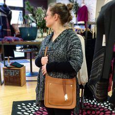 I cannot take my hands off this bag!!! I am in love! #remiandreid #newbag #cutebag #needitnow #handbagobsession #barringtonil #shopsmall