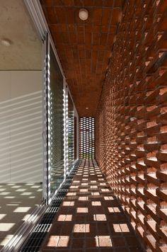 Image 5 of 35 from gallery of 'ARQ RIFA House / Emilio Garateguy + Ignacio Trecca. Photograph by SMA Brick Architecture, Contemporary Architecture, Architecture Details, Interior Architecture, H Design, Brick Design, House Design, Design Exterior, Facade Design