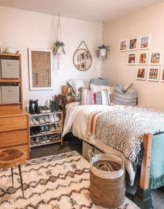 College Bedroom Decor, Cool Dorm Rooms, Room Ideas Bedroom, College Dorm Rooms, Dorm Room Designs, My New Room, Decoration, Dorm Ideas, Bedrooms