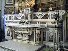 Altar - white and polychrome marbles 18th century - San Nicola alla Carità Church in Naples | da * Karl *