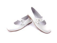 Communion, Mary Janes, Dress Shoes, Beige, Flats, Fashion, Shoes For Girls, First Holy Communion, Formal Shoes