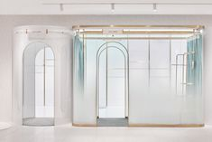 This click-and-mortar shop optimizes floor space by turning fitting rooms into hallways - News - Frameweb Arche Architecture, Interior Architecture, Interior Design, Art Design, Furniture Logo, Metal Furniture, Luxury Furniture, Retail Interior, Koh Tao