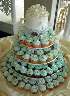 my wedding cake will be a cupcake cake. i love cupcakes! Cheap Wedding Cakes, Mini Wedding Cakes, Wedding Cakes With Cupcakes, Cupcake Wedding, Cheap Wedding Food, Cupcake Tree, Cupcake Cakes, Buttercream Cupcakes, Cup Cakes