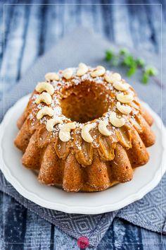 Babka z kajmakiem Onion Rings, Apple Pie, Doughnut, Food And Drink, Ethnic Recipes, Cook, Onion Strings, Apple Pie Cake, Apple Pies