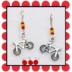 """Boucles d'oreilles """"Un espagnol gagne le Tour de France"""" métal argenté et perles (n°427) : Boucles d'oreille par les-arroumigues"""