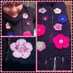 Black scarf with crochet flowers //  Cachecol preto feito no tear de pregos e apliques de flores de crochê