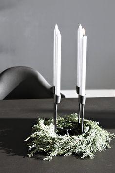 Schlicht mit Heima & Arizona-Zypresse (Cupressus arizonica) | SoLebIch.de - Foto von Mitglied Designsetter #solebich #interior #einrichtung #inneneinrichtung #deko #decor #Tischdeko #Tabledecor #Kerzenständer #kerzenhalter #candleholder #candlestand #candlestick #kranz #wreath #heima #normanncopenhagen