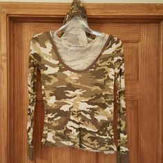 L/S camo pattern top with hood Camouflage l/S hooded tunic (fits like a large ) Energie Tops Tunics