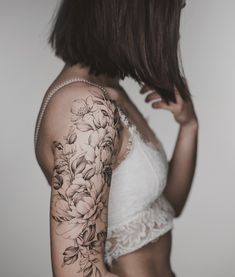 50 Arm Floral Tattoo Designs for Women 2019 - Page 19 of 50 - Tattoos Trendy Tattoos, Small Tattoos, Cool Tattoos, Tatoos, Family Tattoos, Floral Tattoo Design, Flower Tattoo Designs, Floral Arm Tattoo, Flower Tattoo Arm