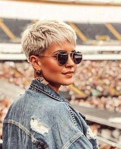 20 Ideal Pixie Cut Styles for Women … 20 estilos de corte Pixie ideais para . Short Pixie Haircuts, Short Hairstyles For Women, Short Hair For Women, Hairstyles Haircuts, Cropped Hair Styles For Women, Short Cropped Hairstyles, Short Textured Haircuts, Women Pixie Haircut, Pixie Haircut Styles