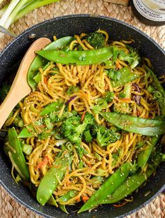 Slimming Eats Quick Hoisin Vegetable Noodle Stir Fry - dairy free, vegetarian, Slimming World and Weight Watchers friendly Slimming World Recipes Extra Easy, Slimming World Vegetarian Recipes, Easy Healthy Recipes, Veggie Recipes, Lunch Recipes, Meal Recipes, Delicious Recipes, Free Recipes, Tasty Noodles Recipe