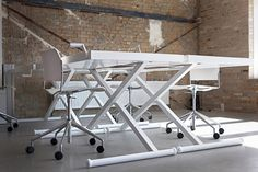Spaceist - X-desk manually height adjustable standing desk in white