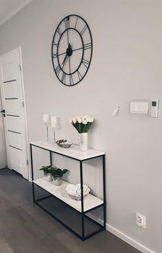 Nowoczesna konsola z półką White Wallpaper, Modern Table, Interior Exterior, Entryway Tables, Modern Design, Doors, Cabinet, Metal Tables, Living Room