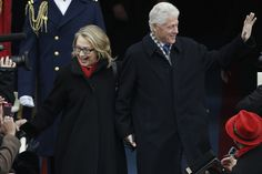 """Hillary Clinton, muy recuperada de sus problemas de salud, entró en el Capitolio diciendo """"¡Hola, hola! ¿cómo estáis?"""" y acompañada por su marido, el expresidente Bill Clinton"""