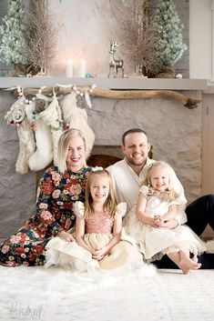 25 Ideas Photography Ideas Christmas Family Mini Sessions For 2019 Family Christmas Pictures, Holiday Pictures, Family Holiday, Poses Photo, Photo Shoot, Christmas Portraits, Christmas Mini Sessions, Family Photo Outfits, Christmas Photography