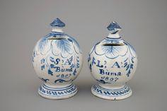 Een paar Friese spaarpotten, gedateerd 1807 Earthenware, Stoneware, Old Pottery, Money Bank, Bronze Age, Piggy Bank, Crock, Charity, Old Things