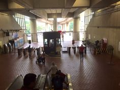 Looking downstairs at the Huntington Metro Station, Yellow Line 8/30/15kls