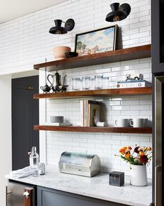 The kitchen isn't only probably the most important parts of the home, but also determinesthe actual resale worth of the room. Kitchen Wall Shelves, Kitchen Shelf Decor, Floating Shelves Kitchen, Kitchen Redo, Kitchen Remodel, Kitchen Design, Kitchens With Open Shelving, Open Cabinet Kitchen, Kitchen Ideas
