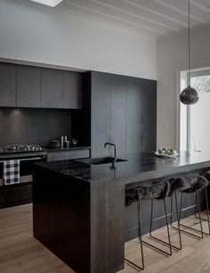Black Kitchen Cabinets, Black Kitchens, Luxury Kitchens, Cool Kitchens, Kitchen Black, Handleless Kitchen, White Cabinets, Best Kitchen Designs, Modern Kitchen Design