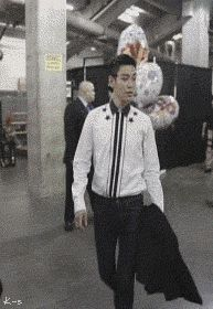 oh my goodness, the gif is even funnier than the pic.   TOP  STILL ALIVE TOUR 2012 TOP'S BDAY utzumi:  original gif:as tagged