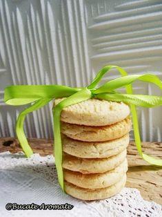 Recunosc, am o mare slăbiciune pentru nuca de cocos şi îmi plac la nebunie dulciurile care o conţin într-o formă sau alta. Iniţial făcusem aceşti biscuiţi cu nucă de cocos, cu gândulsă avem câteva zile Coco, Biscuit, Pancakes, Cereal, Almond, Breakfast, Morning Coffee, Almond Joy, Almonds
